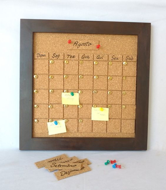 How to decorate a cork board